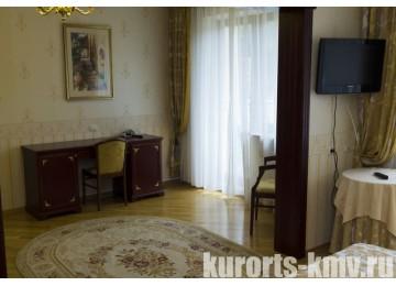 Санаторий «Целебный Нарзан» Кисловодск 2-местный 2-комнатный люкс